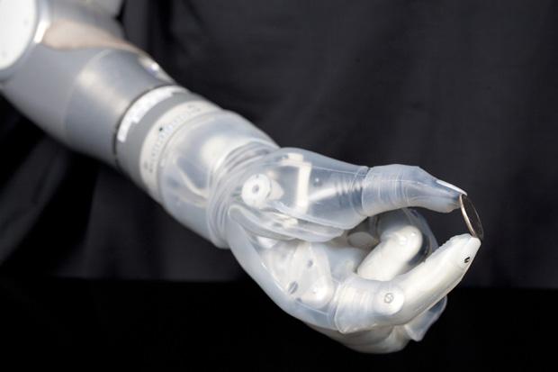 brazo robótico imputados