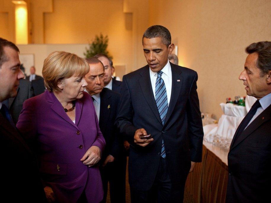 obama-june-2010-g8-phone