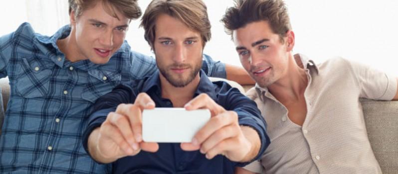 hombres selfies