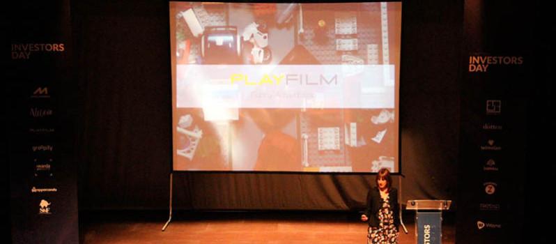 Raquel Valero CEO de PlayFilm explicando su empresa