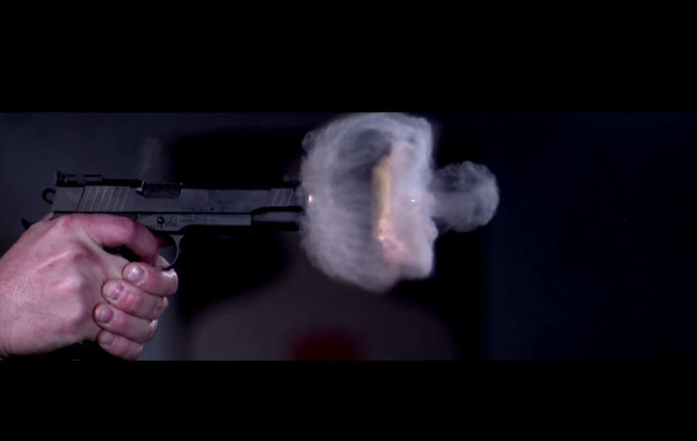 disparo de una pistola a cámara super-lenta