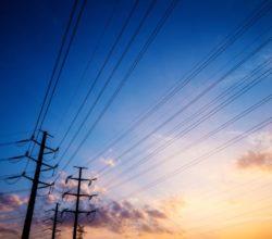1511525716_red_electrica_distribucion_schneider_electric_alta_media_tension_sostenibilidad_lifeison_cielo_1_