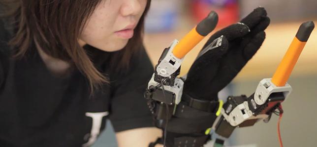 736adc_mano-robotica-dedos-mit_news