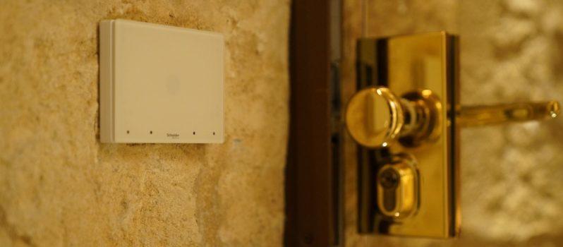 1535016483_Soluciones_de_control_y_domtica_en_las_habitaciones_del_hotel_Glria_de_Sant_Jaume